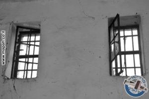 צוהרי חדר המעצר,מכילים סורגים עבים יותר מהמקובלים בטיגארטים - משטרת אבו גוש - צילום: מורן יונה אליאן