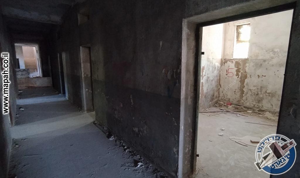הפרודור של הקומה הראשונה, החדר הראשון שימש את מפקח התחנה, בהמשך חדר החקירות - צילום: אפי אליאן
