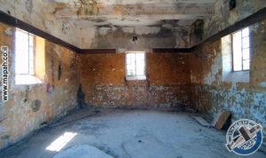 מהכניסה לקומה השניה של בניין הסראייה - צילום: אפי אליאן
