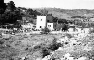 מבנה המשטרה הראשון באבו גוש - מקור צילום: ארכיון המדינה (גנזך המדינה)