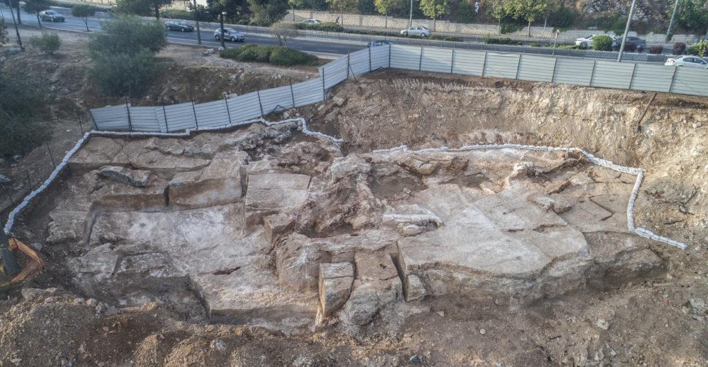 מחצבה קדומה בלב איזור התעשיה הר חוצבים ירושלים - צילום: שי הלוי