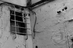 חלון בודד שנותר ממבנה אורוות הסוסים של משטרת עתלית