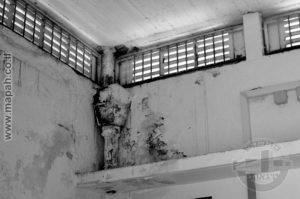 מהאלמנטים הבודדים שנותרו מיחידות הדיור המשפחתיות של תחנת משטרת עתלית, מרזב בריטי שהיה בגג החצר הפנימית