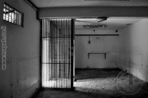 חלק ממבנה האורווה שהוסב לתא מעצר גדול. האורווה חולקה לשני חדרים כאלה וחדר נוסף בקתה